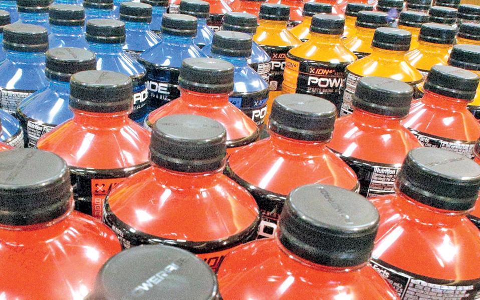 Ο Παγκόσμιος Οργανισμός Υγείας ζητεί να αυξηθούν κατά 20% οι τιμές πώλησης σακχαρούχων αναψυκτικών.