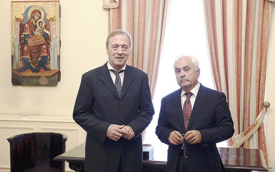 Oι δύο πνευματικοί άνθρωποι τιμήθηκαν χθες στο Προεδρικό Mέγαρο για το σύνολο της προσφοράς τους (φωτο AΠE-MΠE / Συμέλα Παντζαρτζή).