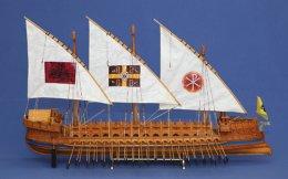 «Θυμάμαι ότι μου άρεσε πολύ η θάλασσα και περισσότερο απ' όλα τα ξύλινα καράβια. Παιδική μου επιθυμία ήταν να γίνω καπετάνιος», λέει στην «Κ» ο κ. Μάρας.