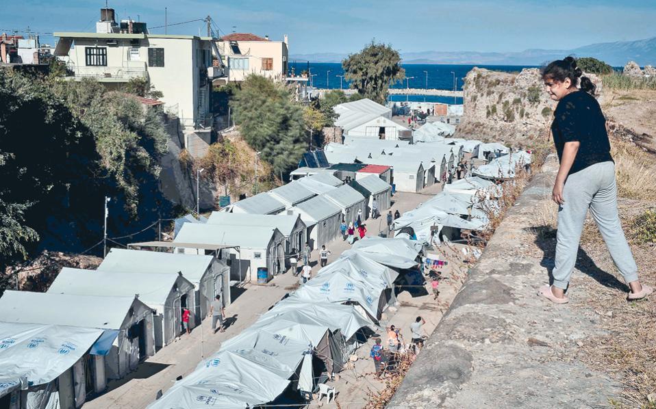 Το σύνολο των εγκλωβισμένων προσφύγων και μεταναστών στα νησιά ήταν χθες 15.318, εκ των οποίων 4.222 στη Χίο.