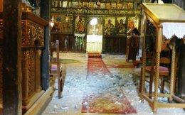 Ζημιές έχει υποστεί η Μονή Βελλάς στα Ιωάννινα από τον σεισμό των 5,3 Ρίχτερ που έπληξε την περιοχή το βράδυ του Σαββάτου. Επίσης, σημειώθηκαν ζημιές στο οδικό δίκτυο από πτώσεις βράχων. Χθες κλειστά παρέμειναν, και θα παραμείνουν και σήμερα, τα σχολεία του Δήμου Ιωαννιτών και το Πανεπιστήμιο Ιωαννίνων, ενώ μέχρι αύριο δεν θα λειτουργήσουν και τα δικαστήρια της πόλης. Από χθες το πρωί, 16 κλιμάκια μηχανικών ελέγχουν τα σχολικά και όλα τα δημόσια κτίρια. Σημειώνεται ότι μετά τον σεισμό των 5,3 Ρίχτερ ακολούθησαν περίπου 200 μετασεισμοί.