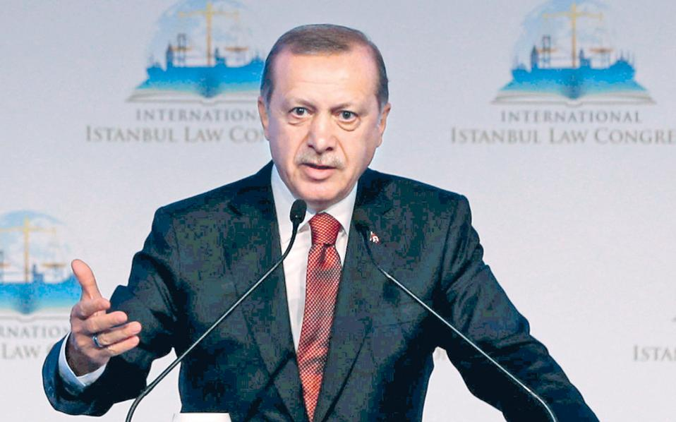 «Οσοι ταυτίζουν εσφαλμένα τα συμφέροντά μας με την αποικιοκρατική τους ιστορία ή με τις εθνικές τους εμμονές, θα πρέπει πρώτα να αναρωτηθούν για τα κίνητρά τους, αντί να μας νουθετούν», τόνισε ο Ερντογάν.