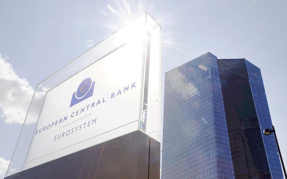 Οι τράπεζες της Ευρωζώνης είχαν διατηρήσει αμετάβλητους τους όρους και τις προϋποθέσεις για τη χορήγηση δανείων προς επιχειρήσεις κατά τη διάρκεια του τρίτου τριμήνου, ωστόσο προβλέπουν σκλήρυνση των όρων το τέταρτο τρίμηνο, σύμφωνα με έρευνα της ΕΚΤ για τις συνθήκες δανεισμού στην Ευρωζώνη.