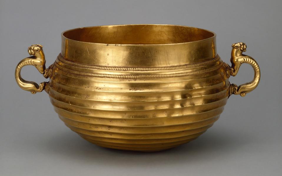 Χρυσό αντικείμενο με ζωόμορφες λαβές. Συλλογή του Μεγάλου Πέτρου (5ος-4ος αιώνα π.Χ.).