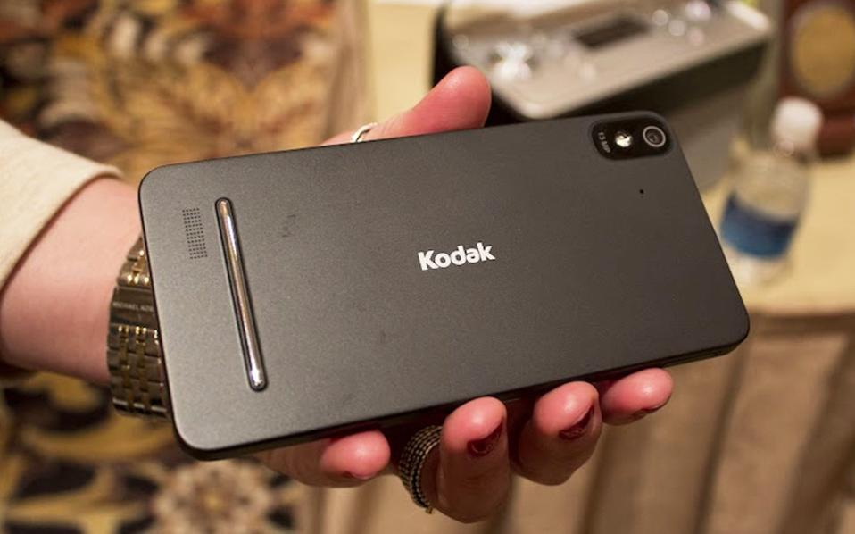 Ο αισθητήρας της πίσω κάμερας διαθέτει 21 megapixel και ο αισθητήρας της εμπρός κάμερας έχει 13 megapixel.
