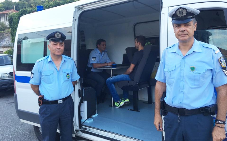 Κάθε κινητή αστυνομική μονάδα στελεχώνεται από τρεις αστυνομικούς. Βασικός στόχος της υπηρεσίας είναι η εξυπηρέτηση κατοίκων που ζουν σε απομακρυσμένα χωριά.