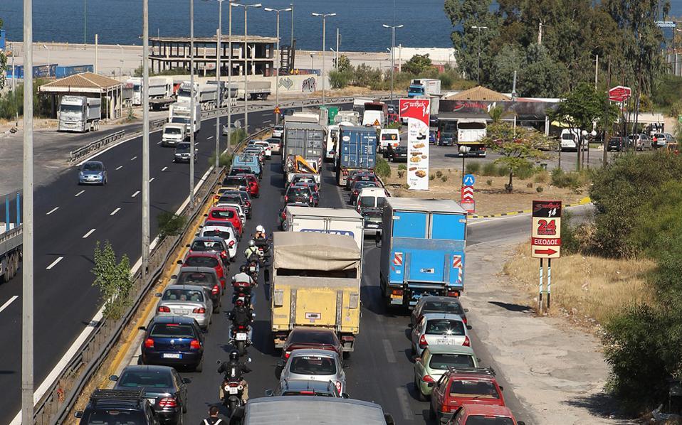 Το υπουργείο Οικονομικών προσανατολίζεται στην αύξηση των τελών κυκλοφορίας για τα αυτοκίνητα που έχουν άδεια κυκλοφορίας από το 2007 έως το 2010.