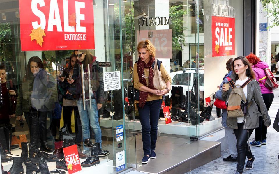 Ο δείκτης καταναλωτικής εμπιστοσύνης διαμορφώνεται στις -52 μονάδες, ενώ από τις απαντήσεις των καταναλωτών προκύπτει πως θεωρούν ότι θα επιδεινωθεί η δική τους οικονομική κατάσταση όσο και η εθνική οικονομία.