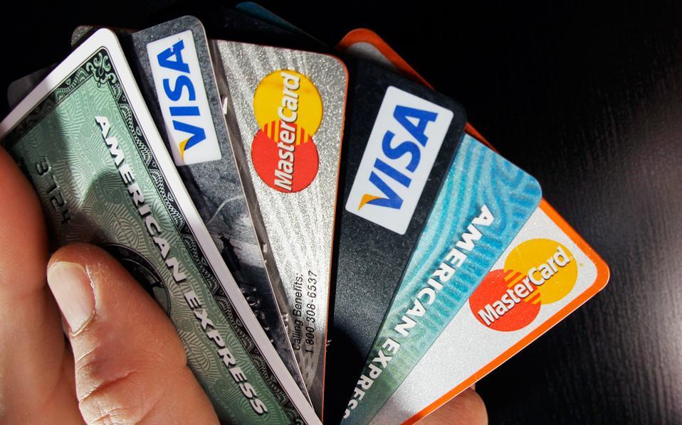 Με τους νέους κανόνες, οι προπληρωμένες κάρτες θα αντιμετωπίζονται όπως και οι χρεωστικές κάρτες.