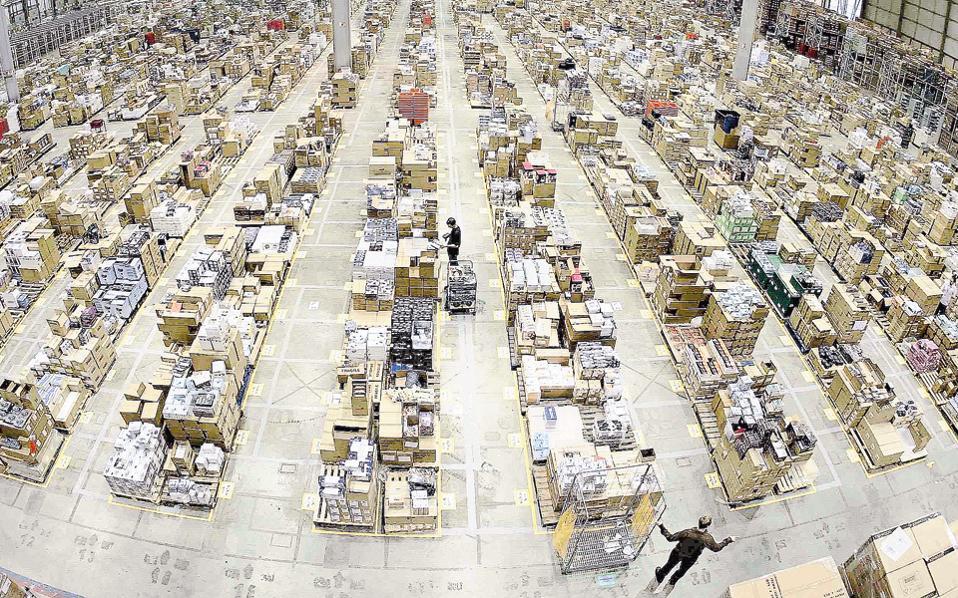 Ειδικά στο διαδικτυακό λιανεμπόριο, πρωτοπόροι όπως η Amazon επεκτείνουν τις δραστηριότητες με το δικό τους εμπορικό σήμα σε περισσότερες προϊοντικές κατηγορίες.