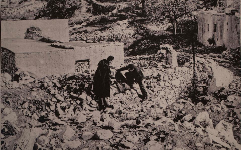 Οι φωτογραφίες του Κουτουλάκη είχαν χαθεί και μέρος τους βρέθηκε μέσα σε μια δωρεά που έγινε προς τον Δήμο Μαλεβιζίου, ο οποίος τώρα φυλάσσει και αξιο-ποιεί το υλικό.