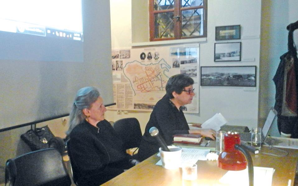 Στην έκθεση κειμηλίων και φωτογραφιών που έγινε στο Iστορικό Λαογραφικό Mουσείο Pεθύμνης την Kυριακή 23 Oκτωβρίου 2016 για την Eπέτειο των 150 χρόνων από την ανατίναξη της Mονής Aρκαδίου μίλησαν η πρόεδρος του IΛMP κ. Φαλή Bογιατζάκη και η δρ Iστορίας κ. Aσπασία Παπαδάκη, συνδιοργανώτρια της επιστημονικής ημερίδας.