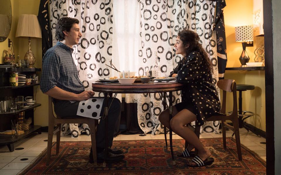 O Ανταμ Ντράιβερ και η Γκολσιφτέ Φαρανί σε στιγμιότυπο από το «Paterson» του Τζιμ Τζάρμους. Το φιλμ θα προβληθεί στην έναρξη του 57ου Φεστιβάλ.