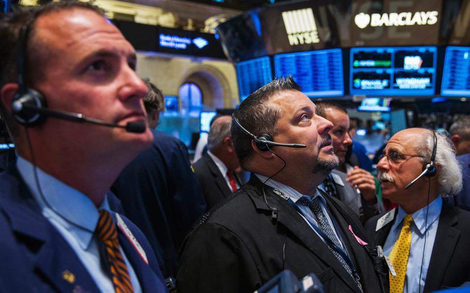Eνισχύονται οι εκτιμήσεις για αύξηση των επιτοκίων από την Ομοσπονδιακή Τράπεζα των ΗΠΑ (Fed), έπειτα από την απρόσμενη ενίσχυση των πωλήσεων στην αγορά κατοικίας τον Σεπτέμβριο, αλλά και τις ενδείξεις για μεγαλύτερη του αναμενομένου επέκταση της ανάπτυξης το γ΄ τρίμηνο.