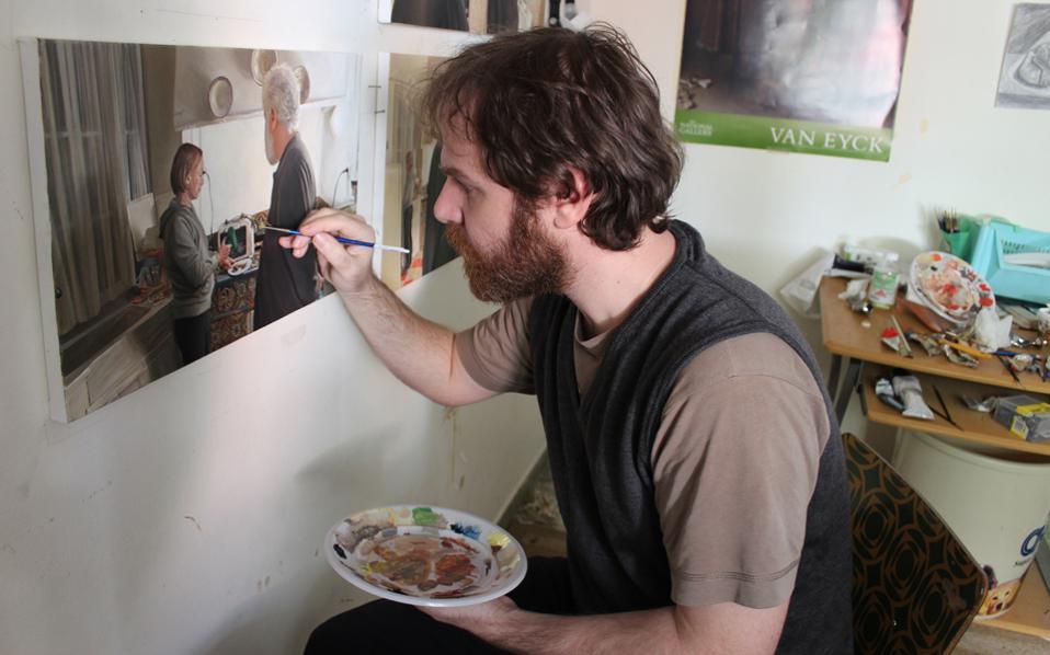 «Συνήθως ξεκινώ με το να καθίσω απέναντι από το καβαλέτο και να αποφασίσω τι θα ολοκληρώσω μέχρι το απόγευμα. Τα πράγματα είναι ρευστά και κάθε μέρα εξαρτάται από το στάδιο στο οποίο βρίσκεται ο πίνακας με τον οποίον ασχολούμαι».