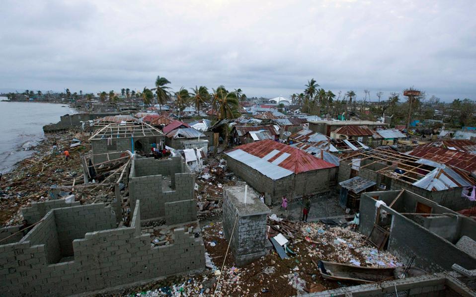 Εικόνες καταστροφής από το φονικό πέρασμα του τυφώνα από χώρες της Καραϊβικής.