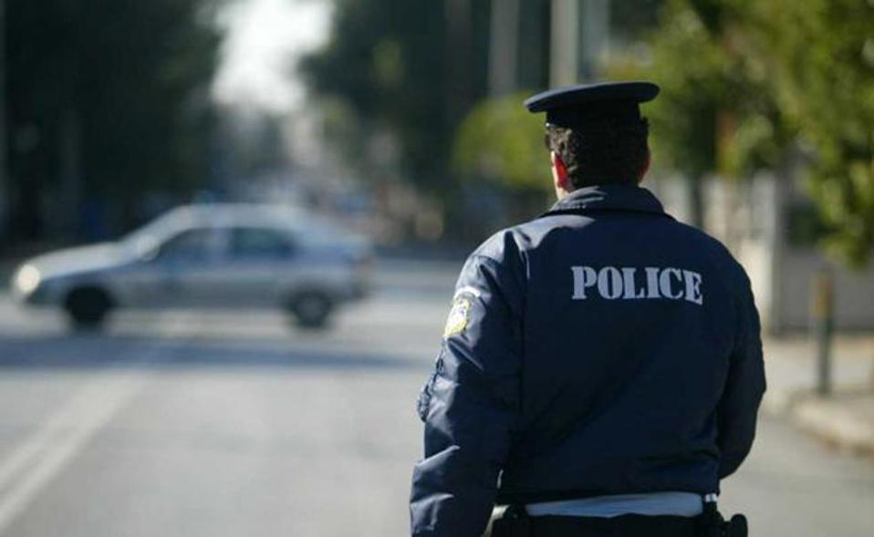 Βράβευση ειδικού φρουρού με το τιμητικό μετάλλιο «Αστυνομικός Σταυρός» |  Ελλάδα | Η ΚΑΘΗΜΕΡΙΝΗ