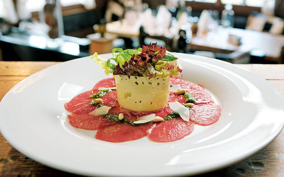 Chez Vrony- Επιμένοντας παραδοσιακά, το Chez Vrony μαγειρεύει με φρέσκα υλικά συνταγές που έχουν περάσει από γενιά σε γενιά.