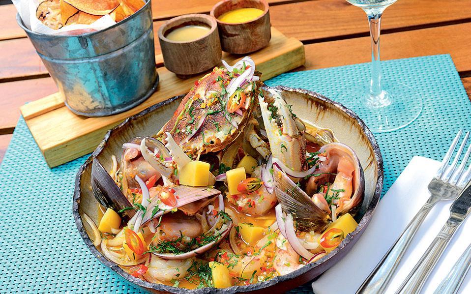 Στα πιάτα του La Mar θα γευτείτε θαλασσινές και περουβιανές γεύσεις.
