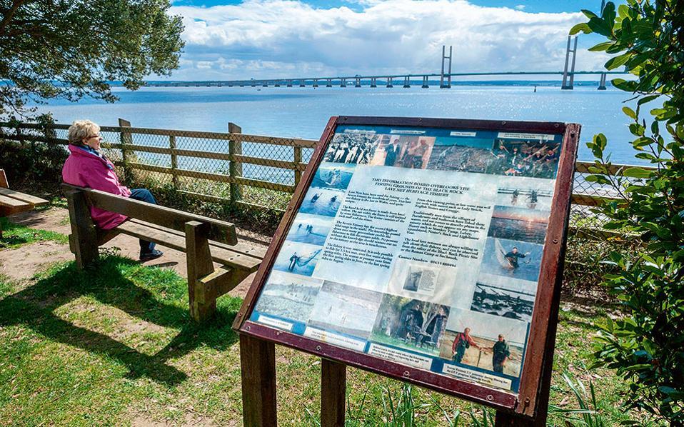 Στο βάθος, η γέφυρα Severn, το πέρασμα από την Αγγλία στη Νότια Ουαλία. (Φωτογραφία: VISUALHELLAS.GR)