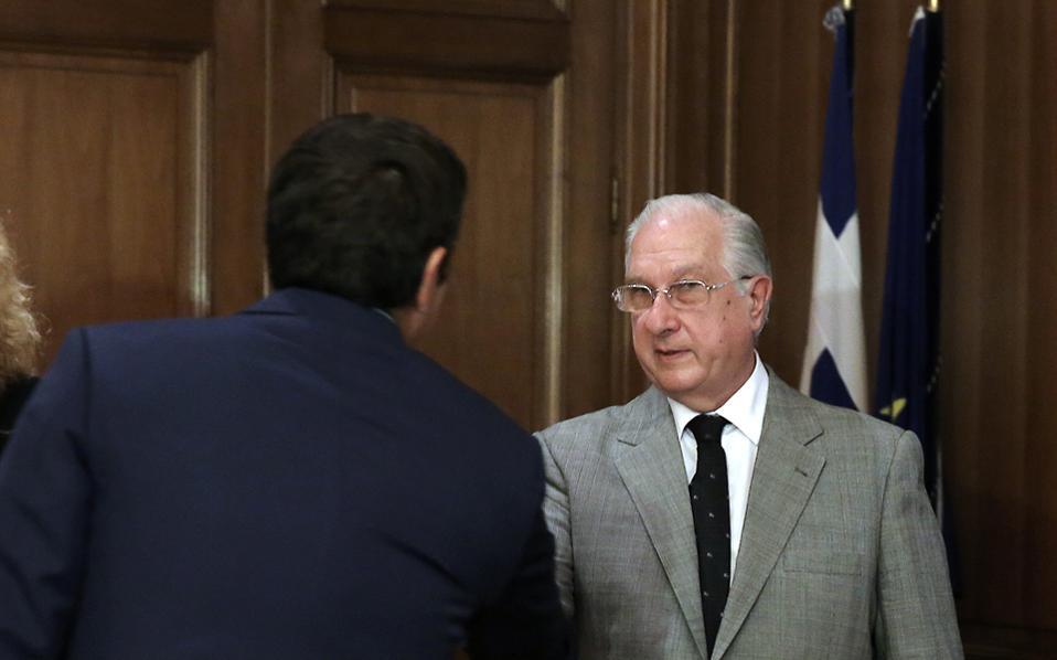Δριμεία κριτική στους χειρισμούς του κ. Σακελλαρίου (στη φωτ. με τον κ. Τσίπρα κατά τη συνάντηση του πρωθυπουργού με την ηγεσία της Δικαιοσύνης) άσκησαν οι δύο παραιτηθέντες αντιπρόεδροι του ΣτΕ.