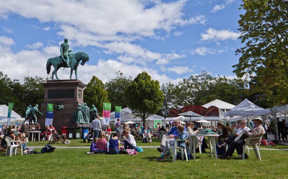 Κήποι Charlotte Square – το μέρος όπου λαμβάνει χώρα το Διεθνές Φεστιβάλ Βιβλίου.