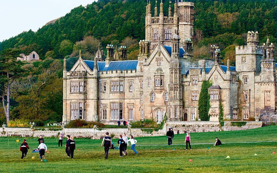 Margam castle Το λένε «κάστρο», αλλά το γοτθικού στυλ Margam υπήρξε το αρχοντικό εξοχικό σπίτι της οικογένειας Τάλμποτ. (Φωτογραφία: VISUALHELLAS.GR)