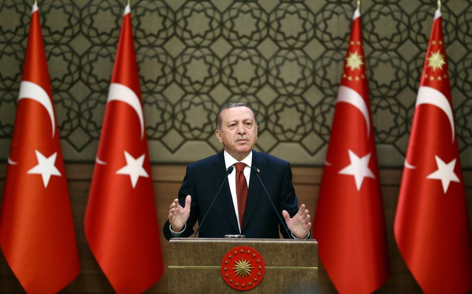 Ο Ρετζέπ Ταγίπ Ερντογάν,  κατά τη διάρκεια ομιλίας του ενώπιον εκπροσώπων τουρκικών κοινοτήτων, στο προεδρικό μέγαρο της Αγκυρας.