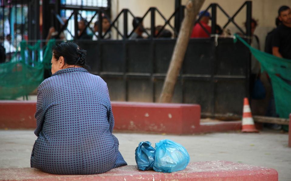 Η αναθεώρηση των προγραμμάτων κοινωνικής προστασίας που εισηγείται η Παγκόσμια Τράπεζα έχει στόχο να οδηγήσει σε σημαντική μείωση τόσο του πληθυσμού που υποφέρει από τη φτώχεια όσο και της έντασής της.