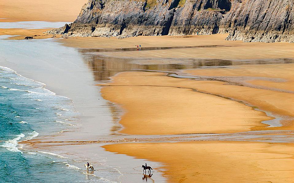 Three Cliffs Bay, ένα από τα ωραιότερα τοπία στην περιοχή. (Φωτογραφία: VISUALHELLAS.GR)