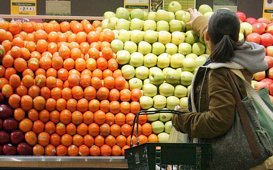 Το ψωμί, τα λαχανικά και τα φρούτα έχουν μπει σχεδόν καθημερινά στο τραπέζι των καταναλωτών. Κρέατα (κόκκινα), ψάρια, τηγανητές πατάτες και αναψυκτικά έχουν περιοριστεί σε μία φορά την εβδομάδα.