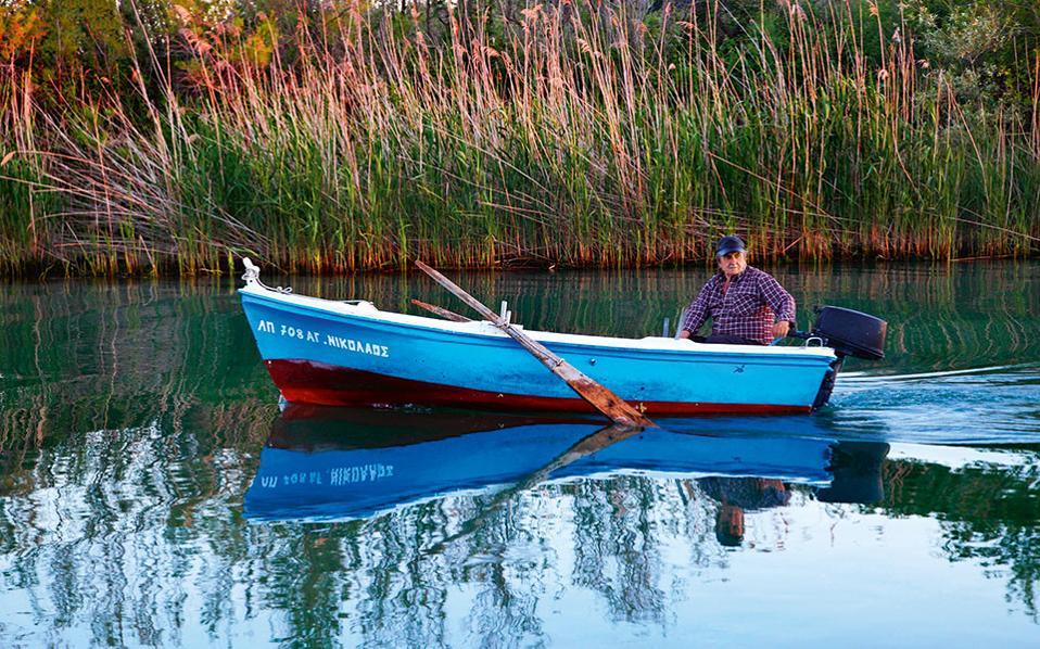 Οι ψαράδες της Αμμουδιάς ζουν και ψαρεύουν μεταξύ ποταμού  και θάλασσας. (Φωτογραφία: ΟΛΓΑ ΧΑΡΑΜΗ)