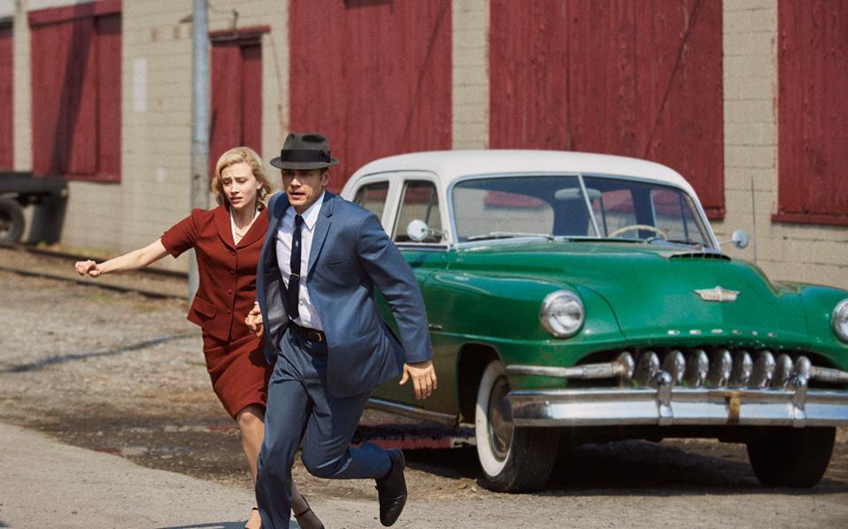 Ο Τζέιμς Φράνκο και η Σάρα Γκάντον σε σκηνή της τηλεοπτικής μεταφοράς του μυθιστορήματος «11.22.63» του Στίβεν Κινγκ.