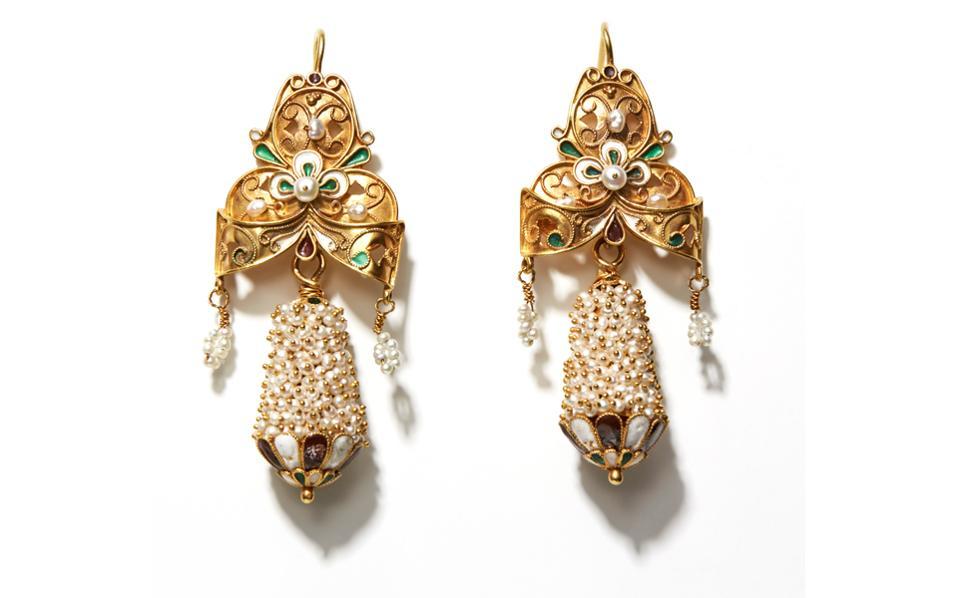 Χρυσόζευγάρι μυκονιάτικασκουλαρίκια, «άμουρα», σχέδιο 18ου αιώνα. Aναπαραγωγή του 1970.