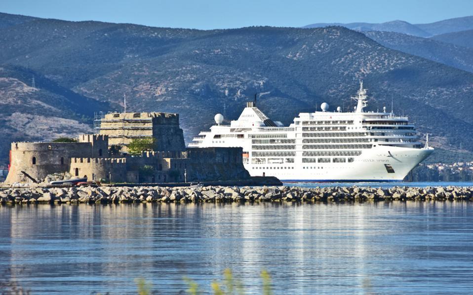 Οι μέχρι στιγμής επιβεβαιωμένες ακυρώσεις προσεγγίσεων κρουαζιερόπλοιων διεθνών εταιρειών σε ελληνικά λιμάνια έχουν φθάσει τις 170.