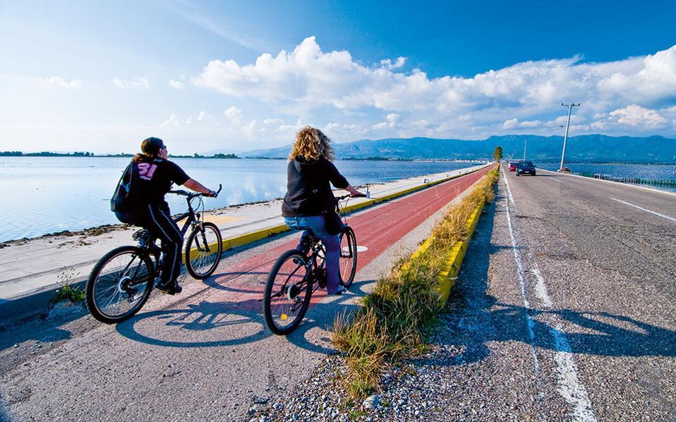 Στο Μεσολόγγι  το ποδήλατο είναι  το κατεξοχήν μέσο μετακίνησης. (Φωτογραφία:Κλαίρη Μουσταφέλλου)