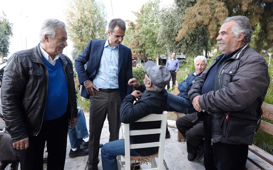 Ο Κυρ. Μητσοτάκης, κατά τη χθεσινή επίσκεψή του στην Ελευσίνα.