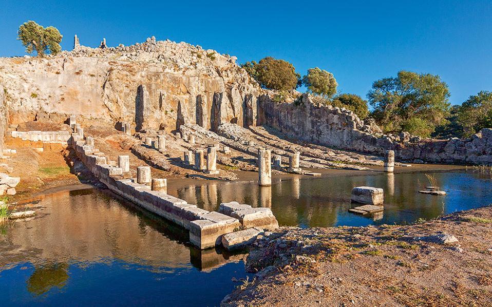 Οι Οινιάδες κατείχαν εξέχουσα θέση στην Αιτωλική Συμπολιτεία. Το αρχαίο θέατρό τους θεωρείται η «Επίδαυρος» της δυτικής Ελλάδας. (Φωτογραφία: Περικλής Μεράκος)