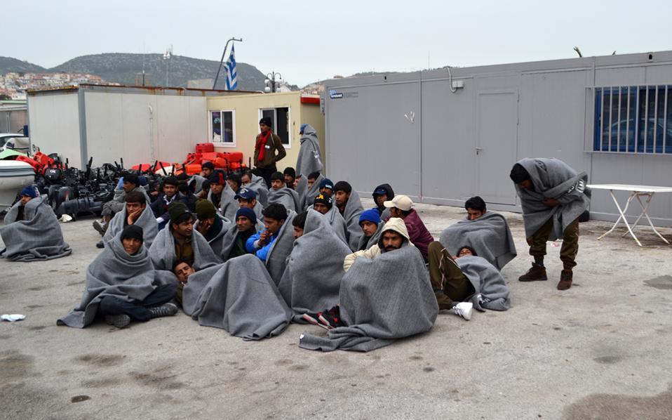 Πακιστανοί έχουν συλληφθεί και περιμένουν να σταλούν στην Τουρκία. Το πρόβλημα των «χαμένων» αφορά περίπου 2.500 μετανάστες πακιστανικής καταγωγής.