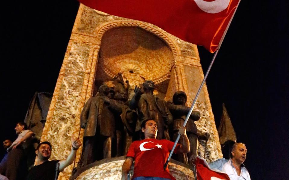 Οχι μόνο δεν έχει κοπάσει ο θόρυβος για το τι ακριβώς συνέβη τη νύχτα της 15ης Ιουλίου στην Τουρκία, αλλά κάθε μέρα που περνάει αποκτά και νέες διαστάσεις.