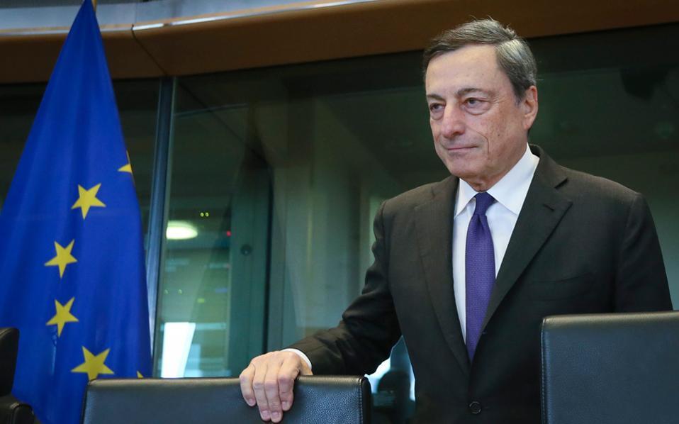 Εμπόδια στον σχεδιασμό του προέδρου της ΕΚΤ, Μάριο Ντράγκι, για τη συμμετοχή της Ελλάδας στο QE βάζουν οι εκλογές στη Γερμανία.