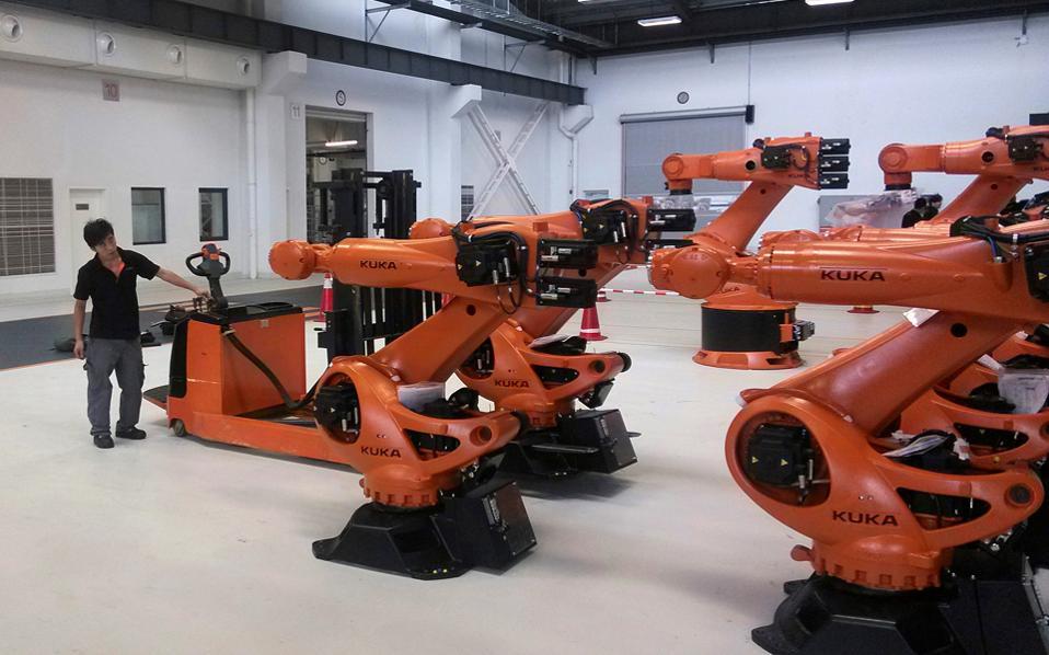 Η γερμανική εταιρεία ρομποτικής Kuka AG εξαγοράστηκε τον Αύγουστο από την κινεζική Midea έναντι 5 δισ. δολαρίων.