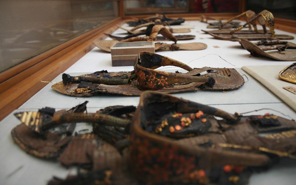 Τα υποδήματα που βρέθηκαν στον τάφο του Τουταγχαμών. Διατηρήθηκαν σε καλή κατάσταση λόγω του κλίματος της Αιγύπτου.