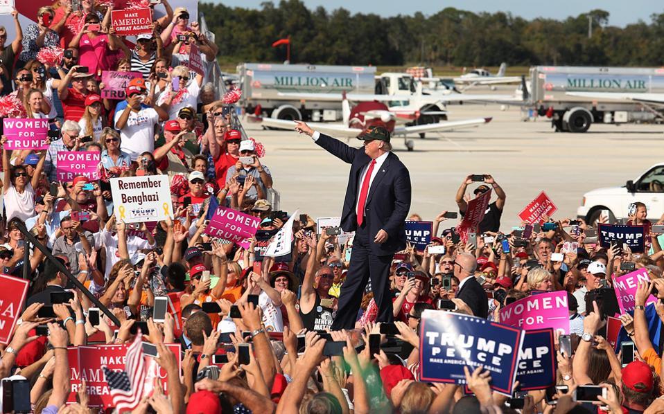 Στο αεροδρόμιο του Ορλάντο της Φλόριντα μίλησε ο Ντ. Τραμπ.