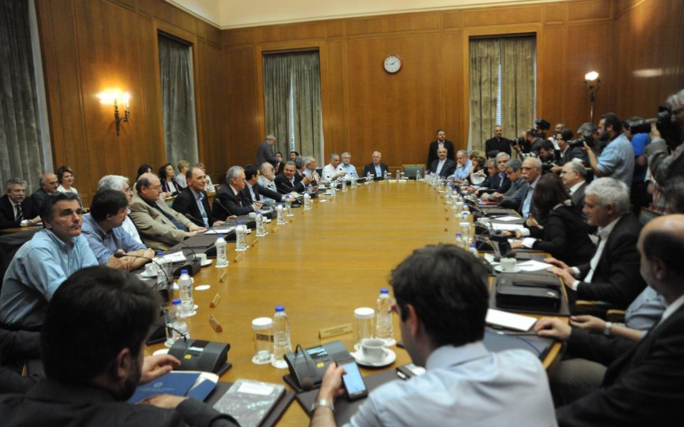 Σύντομα η σύνθεση της κυβέρνησης θα είναι διαφορετική σε πρόσωπα αλλά και σε κατανομή υπουργείων, αφού ο κ. Τσίπρας θα λάβει αποφάσεις για τη νέα κυβέρνηση.