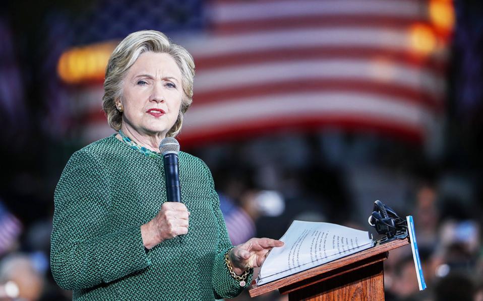 Η υποψήφια των Δημοκρατικών Χίλαρι Κλίντον κατά τη διάρκεια προεκλογικής της εμφάνισης στο Πανεπιστήμιο της Βόρειας Καρολίνας στο Σάρλοτ, την περασμένη εβδομάδα.