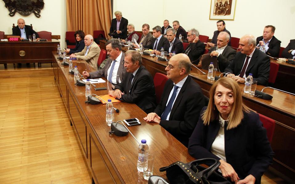 Κατά τη χθεσινή συζήτηση στη Διάσκεψη των Προέδρων, που διήρκεσε περίπου πέντε ώρες, οι παρατηρήσεις των περισσοτέρων αφορούσαν τη γενικότερη στάση της κυβέρνησης και δη τον αιφνιδιασμό με την πρόταση Πολύδωρα από τον πρωθυπουργό.