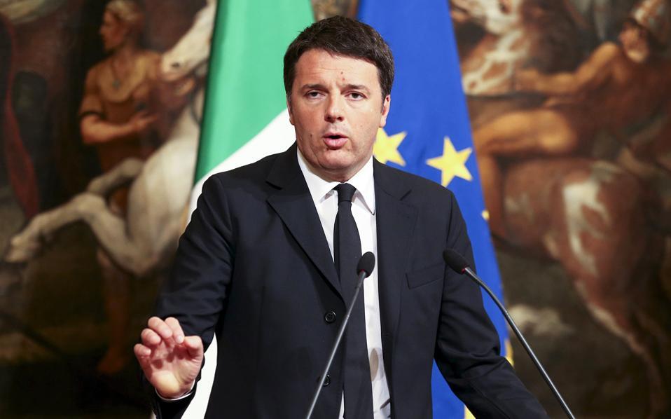 Το κρίσιμο στοίχημα του Ιταλού πρωθυπουργού Ματέο Ρέντσι είναι το δημοψήφισμα για τη συνταγματική αναθεώρηση που θα γίνει τον Δεκέμβριο.