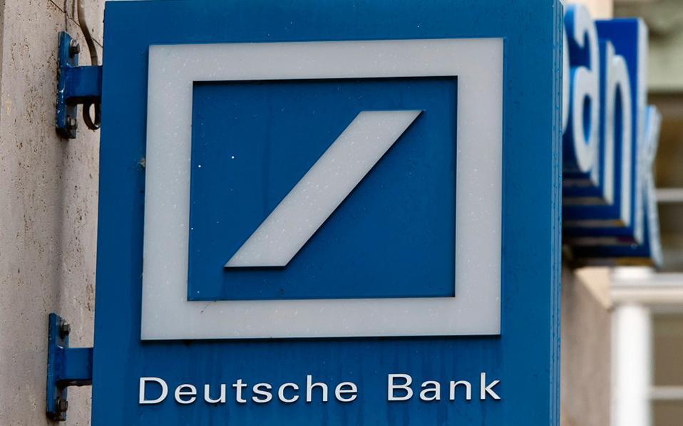Ο Ντέιβιντ Φόλκερ Λαντάου της Deutsche Bank αποδίδει την καθυστέρηση των μεταρρυθμίσεων στην ευνοϊκή μεταχείριση της οποίας τυγχάνουν οι υπερχρεωμένες χώρες από τις αγορές ομολόγων, κυρίως από το 2012, οπότε η ΕΚΤ εξέφρασε την πρόθεση να προχωρήσει στο QE.