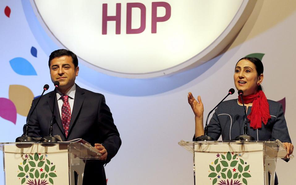 Οι πρόεδροι του HDP Σελαχαντίν Ντεμιρτάς και Φιγκέν Γιουκσέκνταγ.